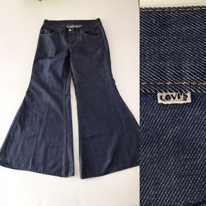 1970s Bell Bottom Flare Leg Levis for Gals Jeans